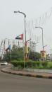 المجلس المحلي لشباب عدن ينفذ حملة رفع علم دولة الجنوب مع علم الامارات في جولة ريجل لتزينها