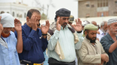 رئيس المجلس الانتقالي الجنوبي يؤدي صلاة عيد الأضحى مع جموع المواطنين في العاصمة عدن