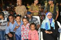 اللواء الزبيدي يشاركأبناء العاصمة عدن أفراح عيد الأضحى المبارك ( صور )