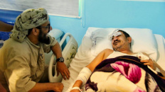 الشيخ هاني بن بريك يعزي أسرة الشهيد الضالعي ويطمئن على القيادي العيسي