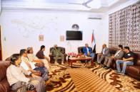 الرئيس الزبيدي ونائبه بن بريك يلتقيان مجموعة الـ 21 الجنوبية الداعمة
