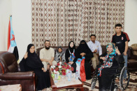 """الرئيس الزبيدي ونائبه الشيخ بن بريك يلتقيان المناضلتين """"سبولة"""" و """"جميلة"""""""