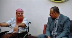 رئيس المجلس الانتقالي الجنوبي ونائبه يستقبلان الجريح البطل عبدالله السليماني