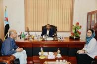 """الرئيس الزُبيدي يلتقي المدير الإقليمي لمنظمة """"نداء جنيف"""" السويسرية"""