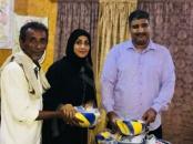 تنفيذاً لتوجيهات الأمانة العامة للمجلس بدعم الشباب.. توزيع أدوات رياضية لتفعيل لعبة كرة الطائرة في العاصمة عدن