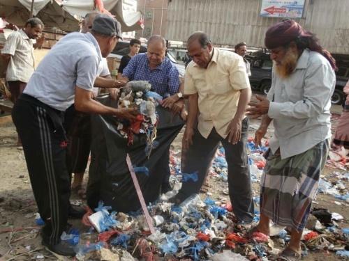 القيادة المحلية للمجلس الانتقالي في الشيخ عثمان تقيم حملة نظافة لأحياء وشوارع المديرية