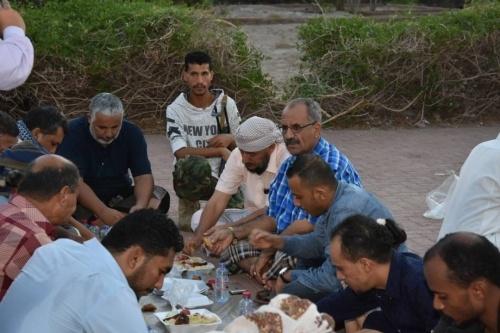 القيادة المحلية للمجلس في التواهي تُقيم مأدبة إفطار جماعي بحضور القائم بأعمال الأمين العام فضل الجعدي