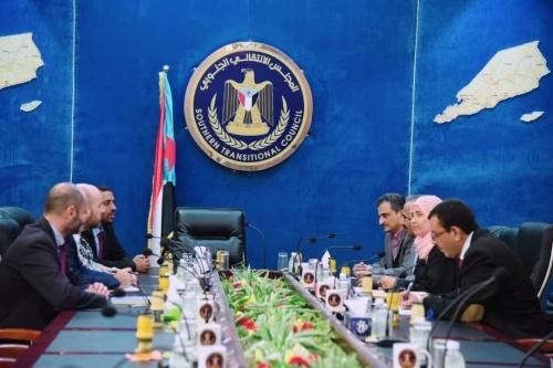 الرئيس الزُبيدي يستقبل الوفد الأممي الخاص للشؤون الإنسانية