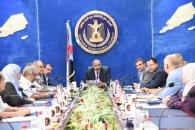 المجلس الانتقالي يعقد اجتماعاً استثنائياً ويقف أمام نتائج زيارة قيادته للخارج