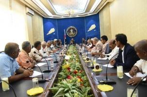 الرئيس الزبيدي يترأس اجتماعا لهيئة الرئاسة ورؤساء القيادات المحلية في المحافظات