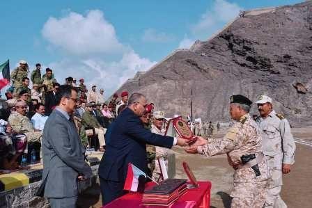 الرئيس القائد الزُبيدي يشهد الحفل الخطابي والعسكري المهيب بمناسبة ذكرى تأسيس اللواء الأول مشاة