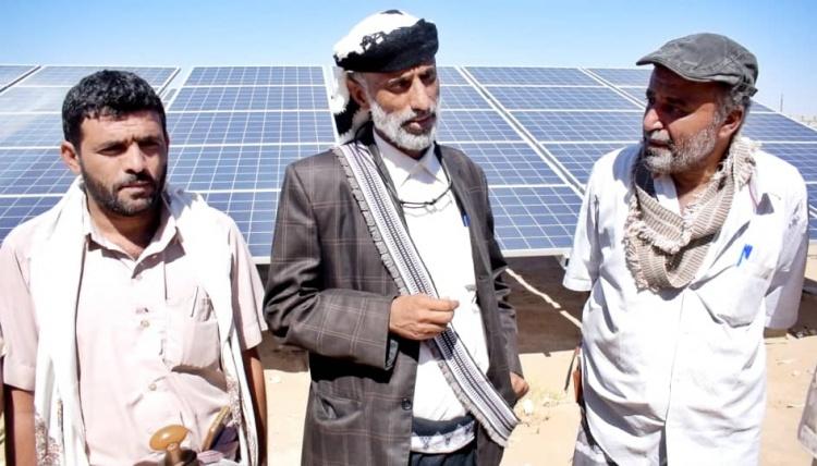 رئيس انتقالي شبوة يدشن العمل بالطاقة الشمسية في مشروع مياه العوشة