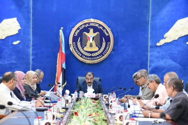رئاسة المجلس الانتقالي تناقش أبرز المستجدات على الساحتين الجنوبية واليمنية