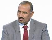 الرئيس الزُبيدي يُعزي الدكتور معين عبدالملك في وفاة والده