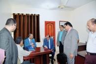 الرئيس الزُبيدي يتفقد سير العمل في الجمعية الوطنية للمجلس الانتقالي
