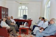 الرئيس الزُبيدي يرأس اجتماعاً لمستشاري العلاقات الخارجية