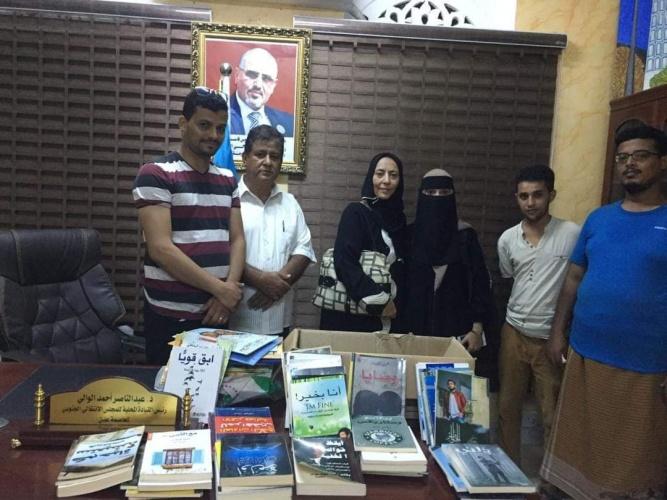 """انتقالي العاصمة عدن يدعم المبادرة الشبابية """"أيدينا بأياديكم"""" بـ100 كتاب متنوع"""