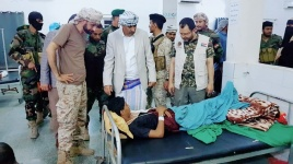 الرئيس القائد يتفقد أحوال جرحى جبهة الضالع في مستشفى الجمهورية