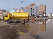 لجنة الطوارئ بالمجلس الانتقالي تدعم السلطة المحلية بالمنصورة لشفط المياه الراكدة