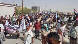 أبناء شبوة يلبون دعوة المجلس الانتقالي ويخرجون في مسيرة حاشدة دعماً لقوات النخبة