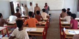 رئيس انتقالي أبين يتفقد سير الامتحانات في عدد من مراكز المحافظة