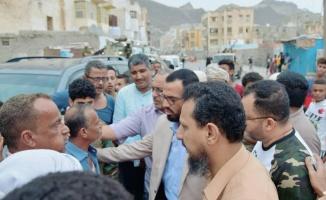 نائب رئيس المجلس الانتقالي يؤدي واجب العزاء لأسرة الشاب لطفي شماخ
