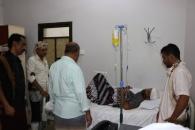 رئيس انتقالي حضرموت يطمئن على صحة أحد مصابي حادث السيارة المرافقة للأمين العام