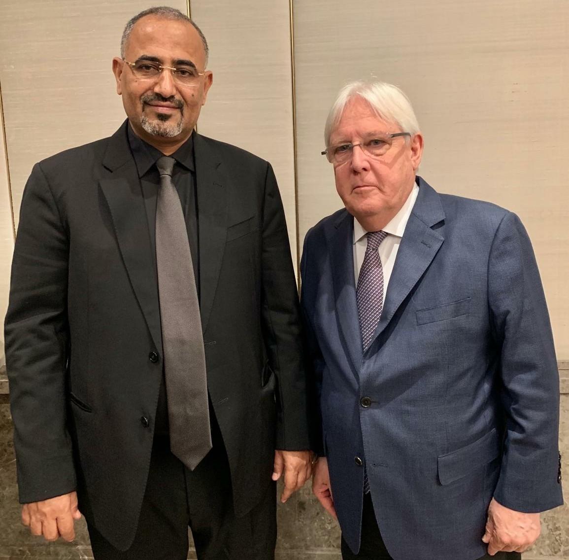 الرئيس الزُبيدي يلتقي المبعوث الأممي الخاص إلى اليمن مارتن غريفيث