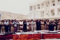 نائب الرئيس وأعضاء هيئة الرئاسة يؤدون صلاة الجنازة على جثمان الشهيد أبو اليمامة ورفاقه