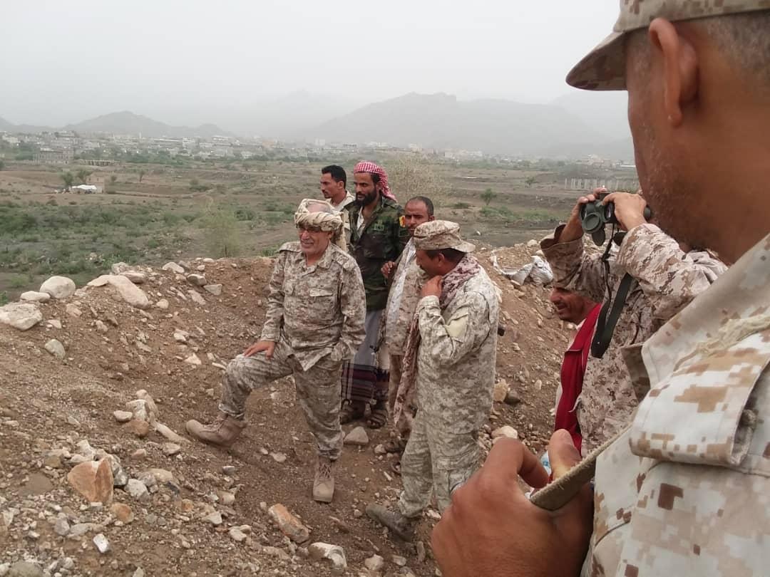 رئيس انتقالي الضالع يتفقد خطوط التماس شمال جبهة حجر