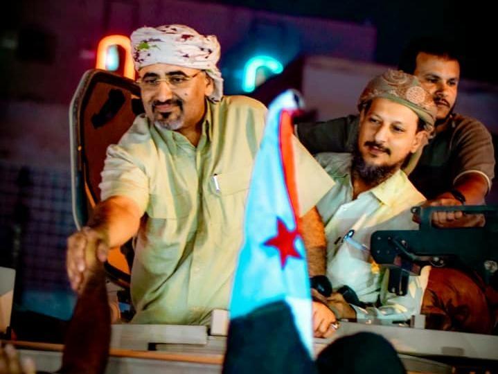 الرئيس القائد عيدروس الزُبيدي يُحيي المحتشدين بساحة العروض وسط استقبال غفير