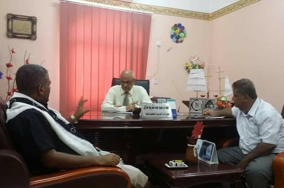 نائب رئيس انتقالي العاصمة عدن يطّلع على المشاكل والصعوبات التي تواجه عمل السُلطات المحلية بالمديريات