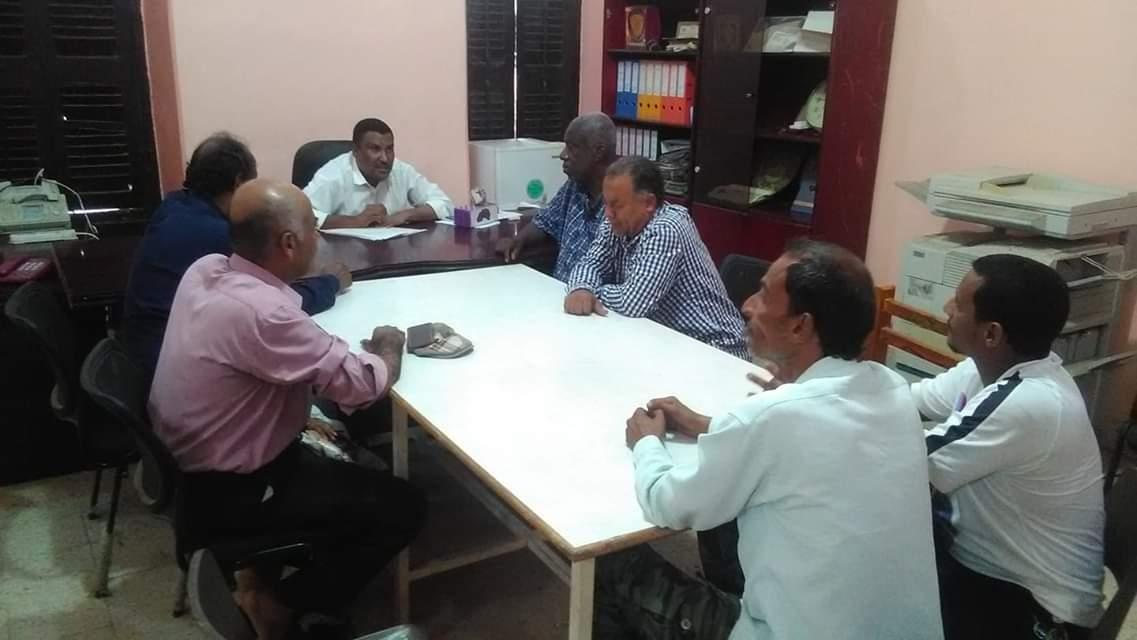 رئيس انتقالي التواهي يناقش أحوال مدارس المديرية مع مدير  مكتب التربية بالمديرية