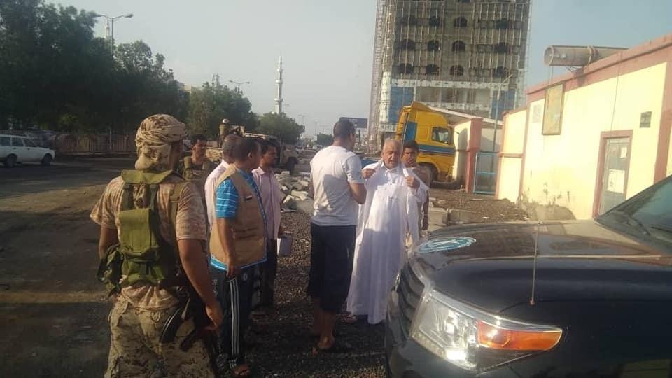 لجنة الإغاثة والأعمال الإنسانية بالانتقالي الجنوبي تواصل عملية شفط مياه الأمطار