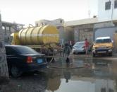 لجنة الإغاثة بانتقالي المنصورة تواصل معالجة أضرار الامطار في أحياء المديرية