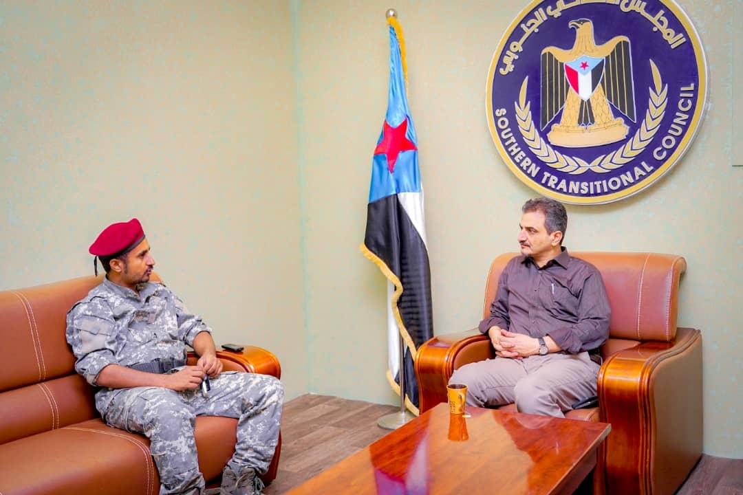 الأمين العام يطّلع من قائد اللواء 11 صاعقة على الوضع العسكري بمحافظة أبين