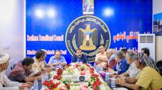 رئيس الجمعية الوطنية يناقش مع شخصيات وقيادات من مديرية مكيراس أوضاع المديرية