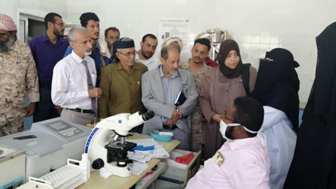 لجنة طبية وإغاثية من الانتقالي تتفقد أوضاع مستشفى زنجبار ومركز الأمومة والصحة الإنجابية بأبيـن