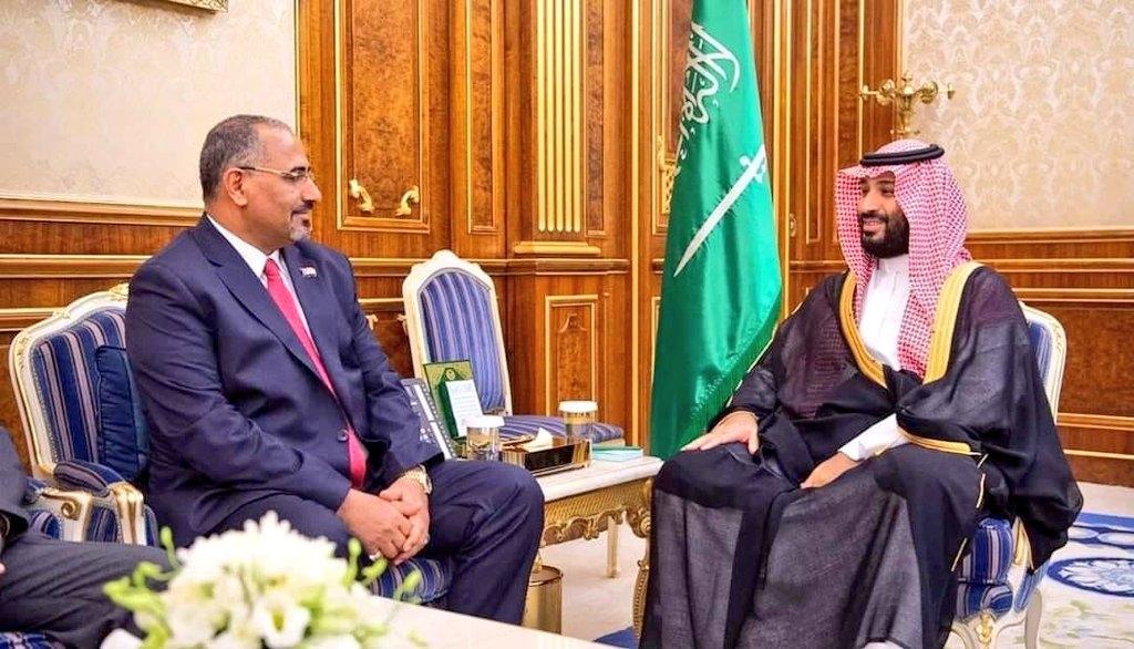 الرئيس الزُبيدي يلتقي ولي العهد السعودي الأمير محمد بن سلمان