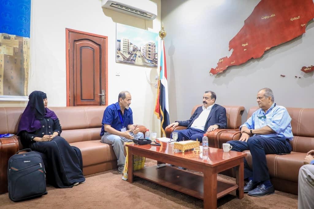 رئيس الجمعية الوطنية يلتقي منسق المنظمات الدولية في العاصمة عدن