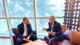 الرئيس القائد عيدروس الزُبيدي يلتقي سفير المملكة المتحدة لدى اليمن والوفد المرافق له