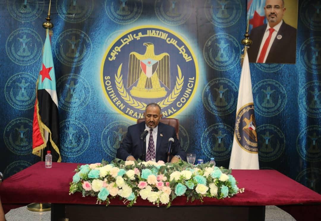 الرئيس القائد عيدروس الزُبيدي يترأس اجتماعاً موسعاً لقيادات المجلس الانتقالي
