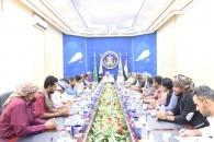 الرئيس الزُبيدي يلتقي اللجنة المجتمعية لاطلاق سراح المعتقلين في أحداث عدن الأخيرة