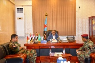 الرئيس الزُبيدي يشيد بيقظة وجاهزية مختلف القوات الجنوبية