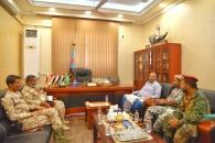 الرئيس الزُبيدي يطّلع على جاهزية اللواءين 11 صاعقة والثاني تدخل سريع بأبين