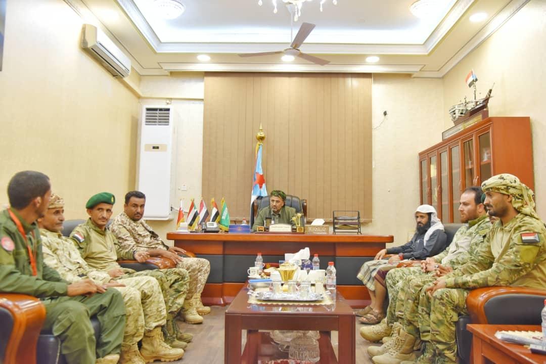 الرئيس الزُبيدي يلتقي قيادة قوات الإسناد والدعم