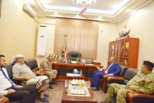الرئيس الزُبيدي يلتقي العميد فضل باعش قائد قوات الأمن الخاصة