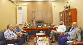 """الرئيس الزُبيدي يناقش مع رئيس تحرير صحيفة """"الأيام"""" سُبل كسر الحصار المفروض على الإعلام الجنوبي"""