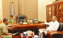 الرئيس الزُبيدي يطّلع من مدير عام مديرية المعلا على أحوال مواطني جزيرة ميون