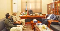 الرئيس الزُبيدي يلتقي القائد أنيس العولي قائد الشرطة العسكرية بالعاصمة عدن